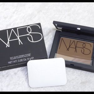 NARS Soft Velvet Press Powder Valley